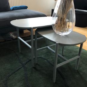 Vi sælger vores flotte sofaborde, da vi har fået nyt - nyprisen er 2200. De er i flotte mdf plader