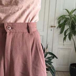 Flotte vintage shorts. Syet ind i taljen. -tjek min profil ud-