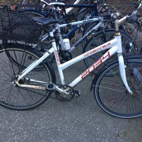 Brugt von backhaus cykel af høj kvalitet sælges. Cyklen er brugt men løbende vedligeholdt med service tjek ved cykelsmed og derfor i god stand. Den kører forsat godt op af Århus' bakker :)  Cyklen har 7 indvendige gear og håndbremser. Sælges med cykelkurv, lås og lygter.   Størrelsen passer til en person omkring 165-175 cm   Send en besked for spørgsmål :)