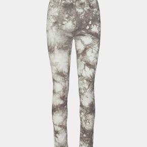 Sofie Schnoor jeans