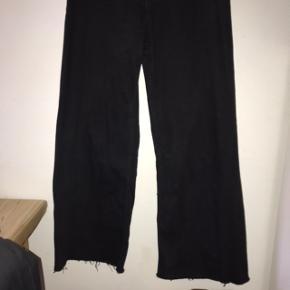 Har været brugt 1 gang  Fede vide bukser fra zara i sort - lidt stretchy