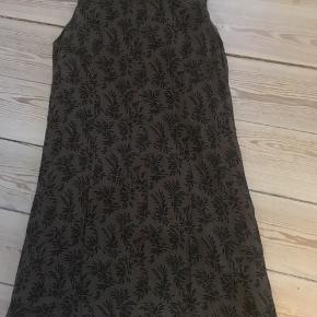 """Sød kjole str. XS fra """" Solitaire"""" med inderkjole.😀 Kan hentes i Århus C"""