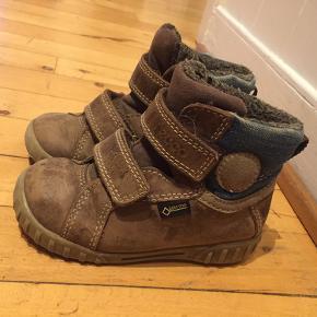 Solide vinterstøvler i læder fra Ecco. Er brugte og har slidspor (se billeder).