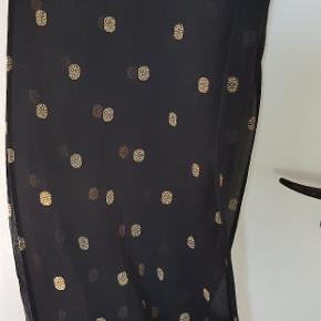 Stort smukt Masai tørklæde. Sælges for 80 kr.pp