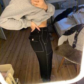 Lækre bukser med flot fald