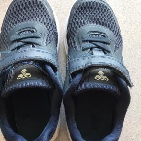 Fine Hummel sko som desværre hurtigt blev for små. Kun brugt i en kort periode