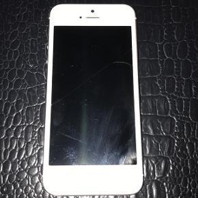 IPhone 5 tror den mangler batterie og der er en ris på skærmen. Den er billige fordi ved ikke helt hvad der er galt med den
