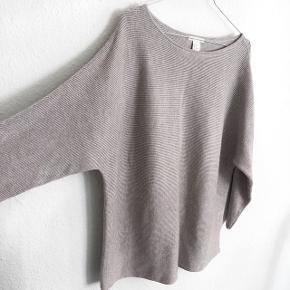 H&M bluse   størrelse: M   pris: 80 kr   fragt: 37 kr