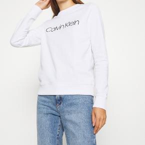 Sweatshirt fra calvin Klein  Nypris 799 Sælges for 350