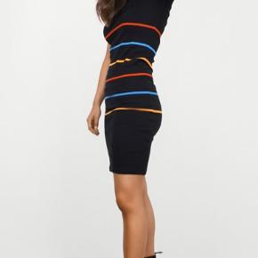 Flot kjole fra Mads Nørgaard, i 100% bomuld. Størrelsen er L, men materialet er strækbart, og komfortabelt.