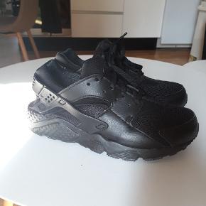 Nike huarache. De er brugt én gang og fremstår som helt nye!