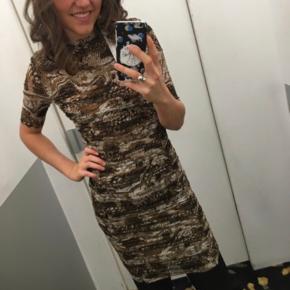 Smuk Ganni kjole, aldrig brugt - fejlkøb. Tager imod bud ☀️❤️ str. XS