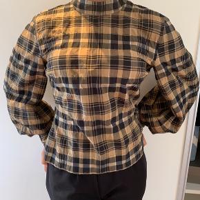 Fin Ganni skjorte som aldrig har været brugt eller vasket💛  - Passer ca. en str. 36-38 - byd gerne