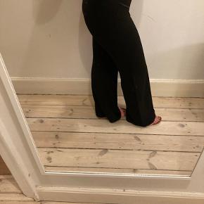 Stramme trompetlignende bukser i stretchkvalitet BYD endelig🌻