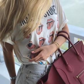 Dustbag og tag medfølger. Den er købt hos consigntimes i Miami Beach, kvittering herfra medfølger Modellen er phantom luggage og farven er vin rød