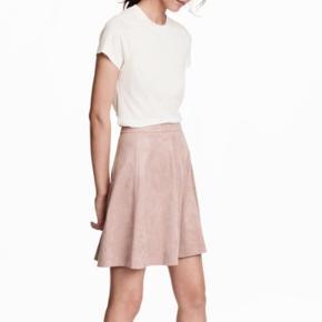 H&M nederdel brugt 1 gang sælges. Ingen tegn på slid!!  Mp=130kr Np= 200kr Byd & bytter også