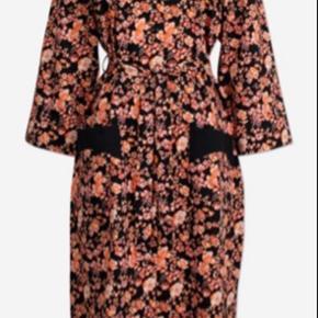 Frakke kjole brugt en enkelt gang I butikkerne nu til 2.199,-