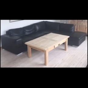 Stor sofa i ægte læder, står i rigtig fin stand. Nypris var 9000 kr i ilva.