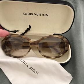 68fb9f3288da Kvit medfølger nypris ca 3000. Louis Vuitton Solbriller