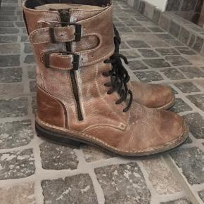 Super fede støvler fra Cashott...Brugt ganske lidt, sælger da jeg ikke får dem brugt.... De er foret med lækkert foer indeni...  BYTTER IKKE.....