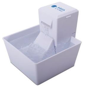 Fin vandfontæne 1.5 liter. Den er brugt under en måned. Der medfølger 8 x nye filtre, så der er til lang tid!