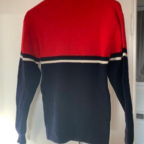 Strik trøje i rød blå og hvid købt i Paris vintage butik