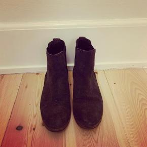 Fine Chelsea støvler i ruskind