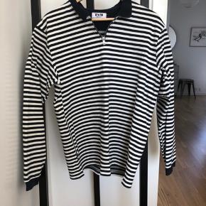 Creme hvid og navy stribet sweater fra le fix.  #30dayssellout