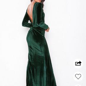 Flot kjole fra nelly. Str medium Brugt 1 gang til et bryllup.