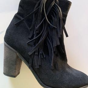 Rigtig fede støvler fra LBDK. Brugt nogen gange, men fremstår i perfekt stand!