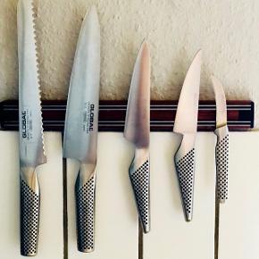 Sælger global knivmagnet og knive G-2, GS-3, GS-1 - dvs de 3 knive i midten.  undtaget Brødkniv (solgt) og den lille urtekniv.   Alm brugt. Fin stand.   Kan hentes i Kbh K.