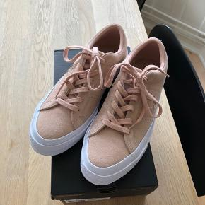 Converse One Star sneakers i lyserød ruskind str. 37,5 - aldrig brugt! Prisen er fast og inkl fragten
