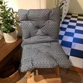 IKEA havehynder til enkelt stole. Aldrig brugt og fremstår derfor ny 😊  Prisen er for begge to ved afhentning i Aalborg Vestby.