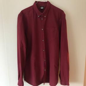 Bordeaux bomulds skjorte fra Dr. Demin str. L Farven er lidt mørkere i virkeligheden🙋🏻