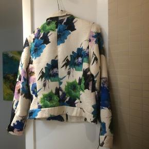Super fin jakke/blazer fra ZARA str. s. Kommer fra et røgfrit hjem.