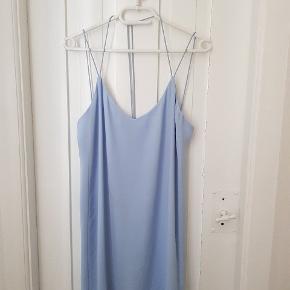 Blå sommerkjole fra Envii i modellen Kesha.  Nypris: 400 kr