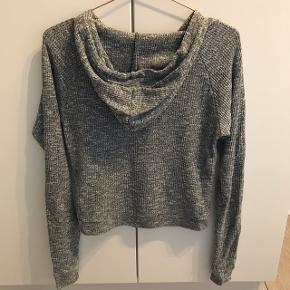 Langærmet trøje med hætte fra WildCat sælges  Str. L  Prisforslag: 25 kr  Kom gerne med et bud eller spørg for mere information