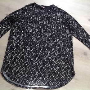 Skøn tunika/kjole med prikker.