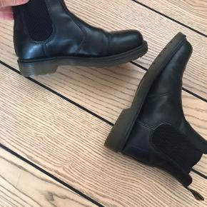 Dr. Martens Chelsea Boots. Fremstår næsten som nye.