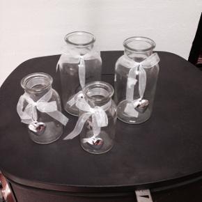 4 glas/vaser med hjerte. Små 12 cm og store 16 cm i højden.  Samlet pris 25 kr