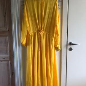 Fineste gule kjole fra Inwear. Kun brugt en gang. Køber betaler fragt