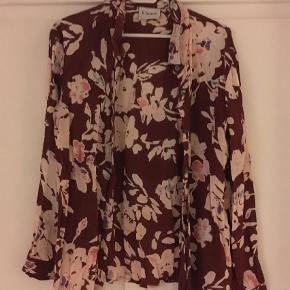 Varetype: Langærmet Farve: Multi  Den flotteste skjorte fra Ganni, men smukt print