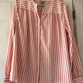 Fin lidt over size skjorte fra H&M.