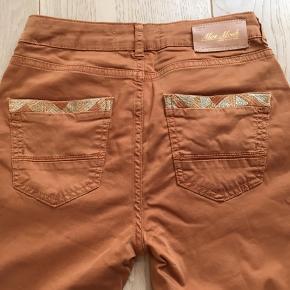 Lækre bukser fra MOS MOSH med cool detalje på baglommerne. Kun afhentning på Frederiksberg.
