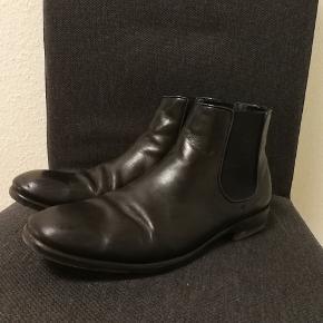 Lækre italienske støvler af mærket TGA by Ahler. Brugt meget lidt hvilket også kan ses på sålerne.