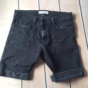 Fede shorts, brugt et par gange, str 31