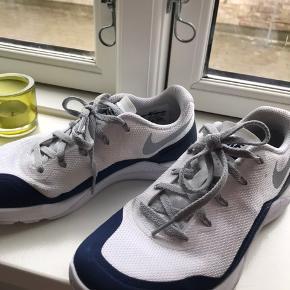 Nike Metcon Repper DSX Hvid og blå Str 37,5   Super gode til crossfit eller anden form for fitness. Kun brugt 3 gange, da de ikke passer mig! BYD