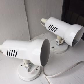 2 stk. hvide lamper fra Fin Horn. Prisen er for dem begge.