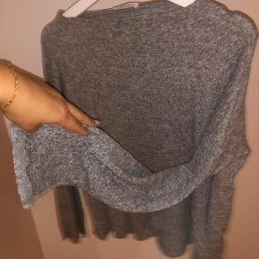 Mest behagelige grå sweater med søde store ærmer