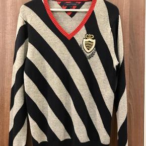 Varetype: Sweater Farve: foto  Materiale lambswool. Længde 74cm Pris 250+porto Bytter ikke